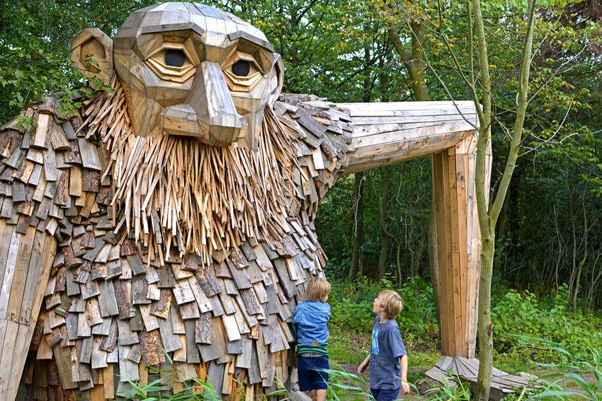 Thomas Dambo wood carving